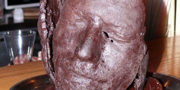 K rozhodnutí používat na sochy čokoládu vedly studenta překvapivě pragmatické důvody: Nehromadí se doma, protože se dají sníst. Foto: Archiv Petra Siče.