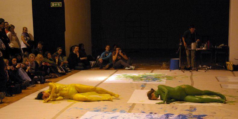 Loni se na Týdnu výtvarné kultury předtavila i technika zvaná floor work dance.