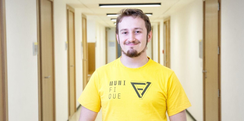 I když je David teprve v prvním ročníku bakalářského studia, už má celkem jasno v tom, čemu by se chtěl v budoucnu věnovat. Nejvíce ho oslovily databázové systémy, jejich vytváření, strukturování a třídění dat, kódování a šifrování.