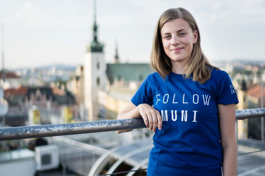 Kristýna pracuje jako projektová manažerka pro Institut ekonomického vzdělávání amá na starosti hlavně organizaci ekonomické olympiády pro středoškoláky.