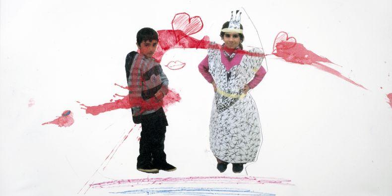 Ukázka díla, které vzniklo na jedné z tvůrčích dílen pro uprchlíky, se kterými má rozsáhlé zkušenosti Katedra výtvarné výchovy Pedagogické fakulty MU.