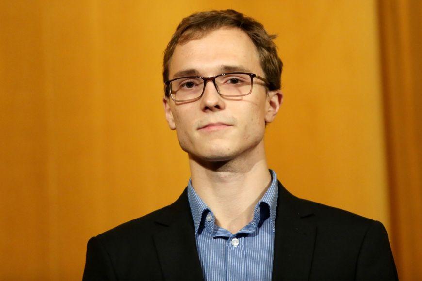 Valdemar Švábensky si do výuky připravil materiály výrazně nad rámec povinností cvičících, napsal do hodnocení vyučující Radek Pelánek.