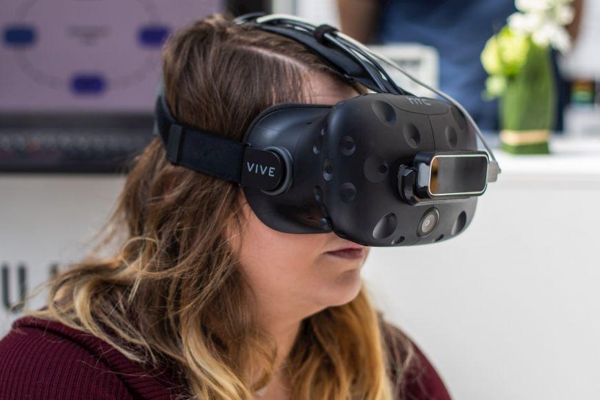 Využití VR vpsychiatrii není novinka, ale větší možnosti pro aplikace se ale objevují až vposledních letech, kdy se technologie staly dostupnější.
