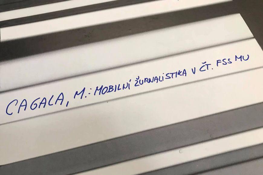 Jedním zprvních, kdo název své diplomové práce na výstavě zapsal, byl redaktor České televize Michal Cagala.