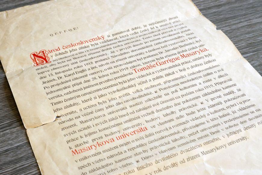 Kopie pamětní listiny uložená vArchivu MU.