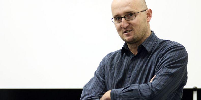 Snažím se necestovat s vojáky. Ti jsou totiž cíl číslo jedna, novináři až ten druhý, říká válečný zpravodaj Petr Zavadil. Foto: David Povolný.