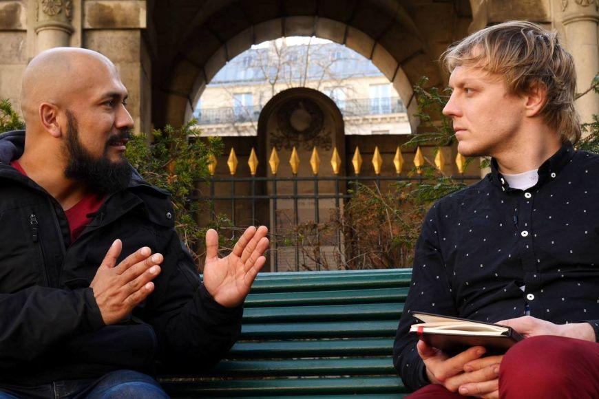 Vojtěch Boháč (vpravo) při interview sVictorem Lentou, členem žlutých vest.