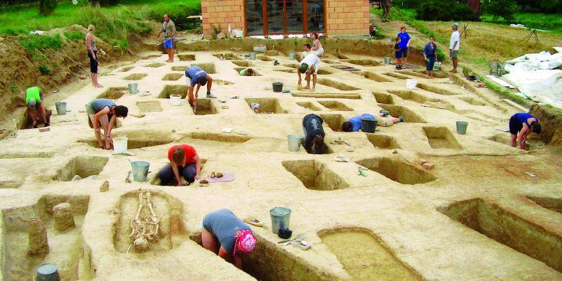 Podobný obrázek si všichni spojují s archeologií, tato věda je ale mnohem pestřejší.