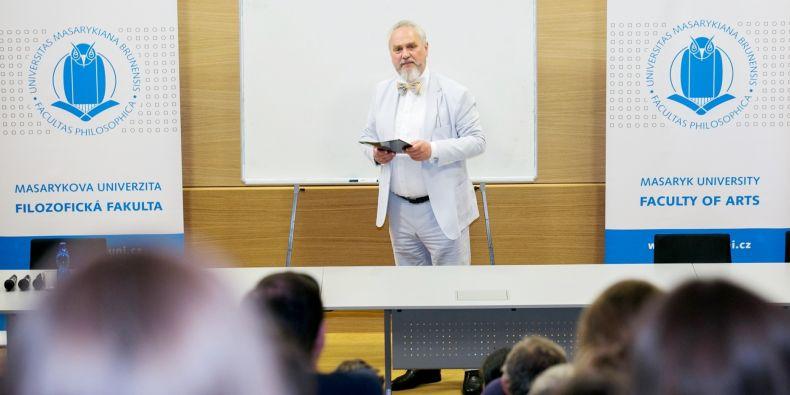 Andrej Zubov na přednášce na Filozofické fakultě MU.