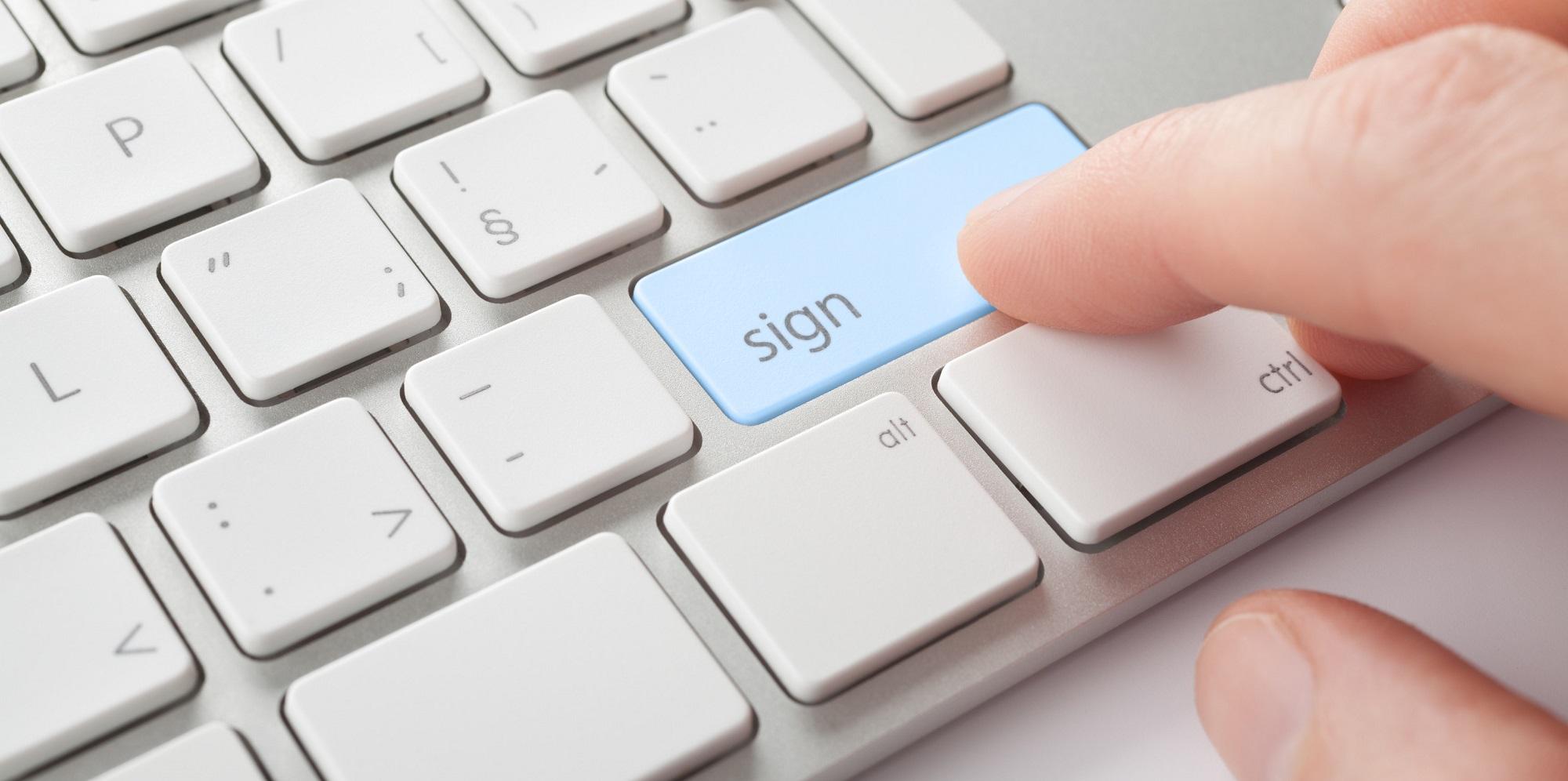 Fakulta informatiky rozeslala rozhodnutí o přijetí poprvé elektronicky