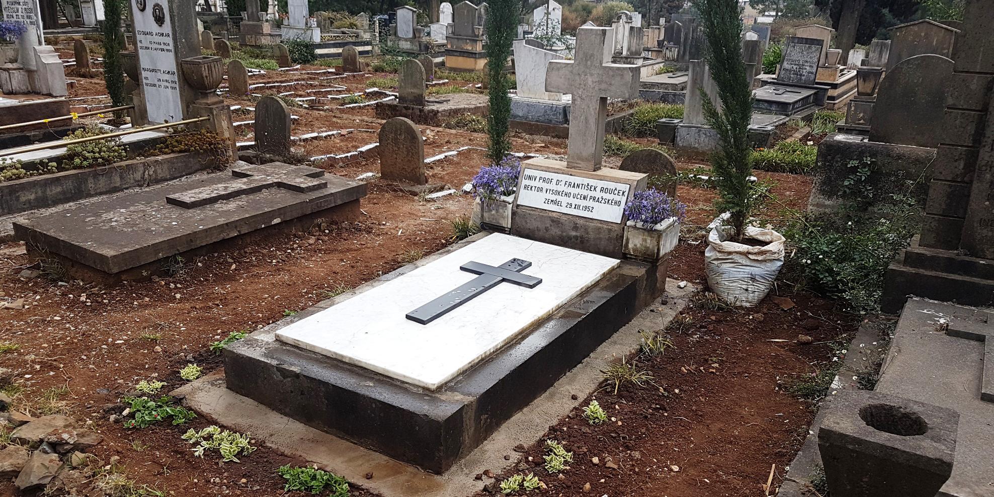 Foto: V Etiopii opravili hrob děkana právnické fakulty. Zemřel na lovecké výpravě