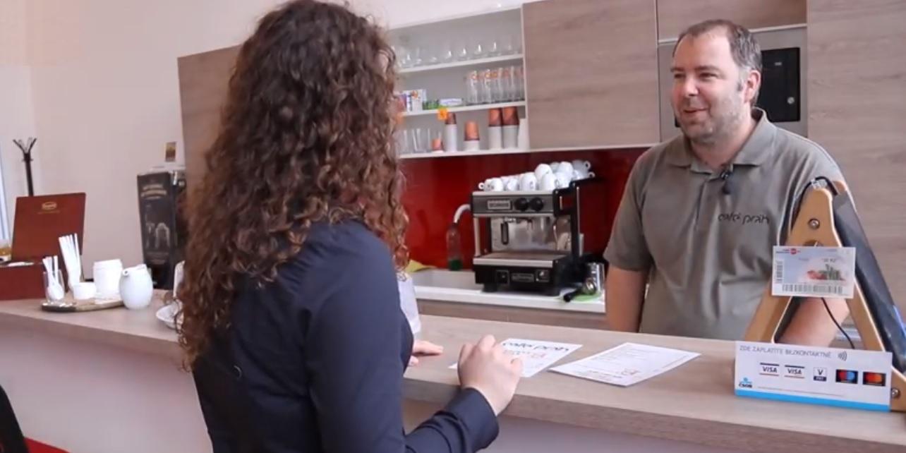 Foto: Video: Kavárna co pomáhá. Café Práh na právnické fakultě