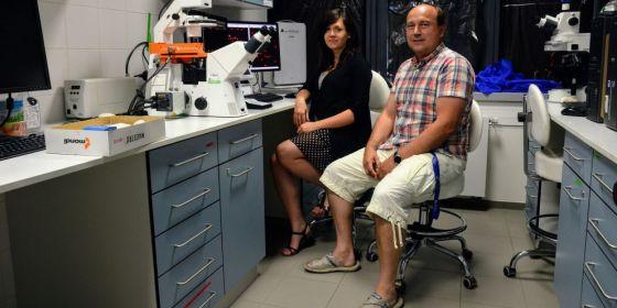Hlavní strůjci objevu doktorandka Anežka Sharma a vedoucí výzkumného týmu Pavel Čupr z Přírodovědecké fakulty MU.