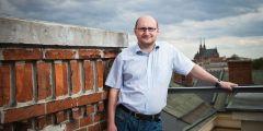 Jedním z nových profesorů navržených vědeckou radou MU je politolog Lubomír Kopeček.
