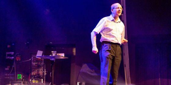 Fyzik Tomáš Tyc při vystoupení.